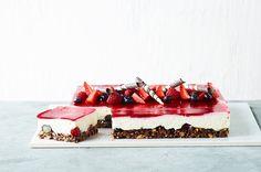 cheesecake med baer marcipan noeddebund