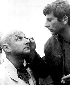 Maquillant Donald Pleasence pour CUL-DE-SAC (1966) l Roman Polanski
