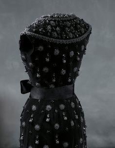back detail - Balenciaga 1962 Cocktail dress in black silk velvet