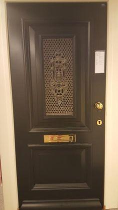 Voordeur met prachtig gietijzer, op het verlanglijstje voor ons nieuwe huis.