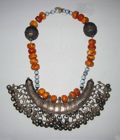 Africa | Somali necklace; silver, glass beads and resin faux amber beads | 19th century | © Foto: Ethnologisches Museum der Staatlichen Museen zu Berlin: