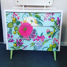 retro small dressing table #upcycling #MakeItYours Discover more cool items or get material for your own project in the Shpock app