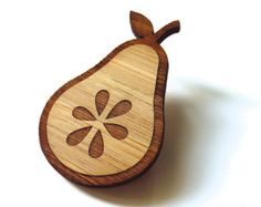 Pera fresca - bambú - broche de madera - madera Pin - Laser corte