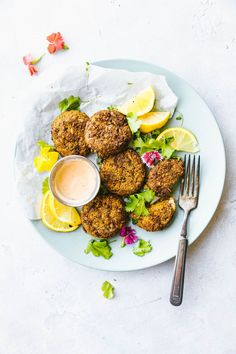 Cilantro Ranch Sweet potato Cauliflower Patties Cilantro Ranch Sweet Potato Cauliflower Patties, baked or cooked in air fryer! Cauliflower patties that are delicious, quick, and healthy! No eggs needed. Healthy Dinner Recipes, Healthy Snacks, Vegetarian Recipes, Healthy Eating, Delicious Recipes, Vegetarian Chili, Paleo Dinner, Lunch Recipes, Appetizer Recipes
