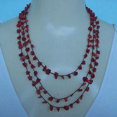 Colar crochê feito com pedra natural Coral e linha branca própria para bijuterias. R$18,00