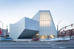 Completed in 2018 in Richmond, United States. Images by Steven Holl Architects, Iwan Baan. Sited at the edge of the Virginia Commonwealth University campus in Richmond, Virginia, the new Institute for Contemporary Art links the University. Steven Holl Architecture, Museum Architecture, Architecture Drawings, Futuristic Architecture, Classical Architecture, Ancient Architecture, Contemporary Architecture, University Architecture, Creative Architecture