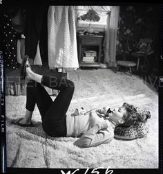 Natalie Wood at home, photographed by Peter Basch, Eric Kroll, Natalie Wood, Famous Photographers, Female Stars, The Most Beautiful Girl, Vintage Beauty, Old Hollywood, I Am Awesome, Couple Photos