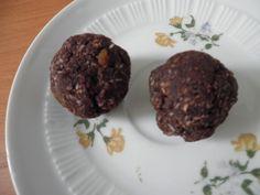 Erste Süßigkeit des Tages bei gemueseistmeingemuese: Schoko-Kokos-Dattelbällchen. Mit Rezept!