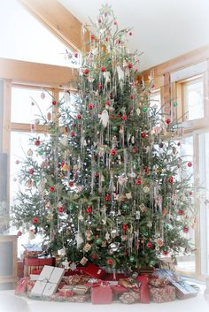 Bliss Ranch The little focus on the most romantic food of the season Eieiei, the Xmas party is approaching and y Christmas Tree Inspo, Real Christmas Tree, Beautiful Christmas Trees, Xmas Tree, Christmas Tree Decorations, White Christmas, Christmas Lights, Christmas Holidays, Woodland Christmas