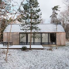 really don't mind winter, snow or cold weather as long as the sky is blue and the sun is out! - Houses interior designsI really don't mind winter, snow or cold weather as long as the sky is blue and the sun is out! Metal Roof, Cabana, Building Design, Exterior Design, Future House, Architecture Design, House Plans, New Homes, House Styles