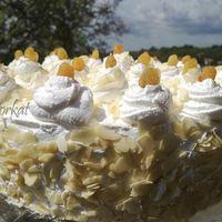 Gesztenyés-habos kocka - Kata konyhája Pie, Food, Torte, Cake, Fruit Cakes, Essen, Pies, Meals, Yemek
