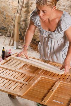 Créer une table de jardin Backyard Furniture, Couch Furniture, Modular Furniture, Make A Table, Diy Table, Custom Woodworking, Woodworking Projects Plans, Garden In The Woods, Garden Table