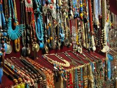 The Ultimate Shopaholic Pilgrimage! 10 Of The World's Best Street Shopping Experiences Are In India Cheap Fashion Jewelry, Fashion Jewellery Online, Fashion Accessories, Cheap Jewelry, Fashion Online, Metal Jewelry, Boho Jewelry, Gemstone Jewelry, Jewelry Design
