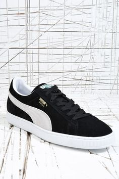 Puma Classic Suede Trainers in Black at Urban Outfitters