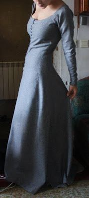 Kram Silviage: Odzież spodnia. The kind of gown Moreen wore before she married William in Part I. Actually her clothes were probably a bit plainer than this.