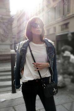 white t-shirt + black jeans.
