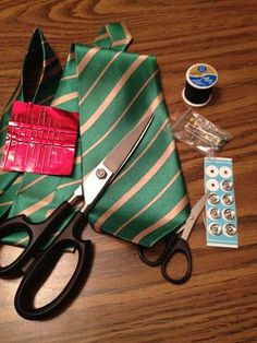 How to Make a Three Pocket Pouch Out of a Men's Tie