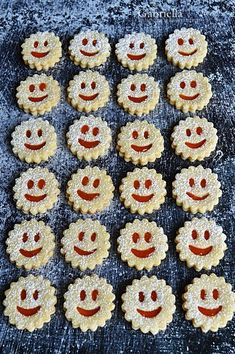 Gabriella kalandjai a konyhában :): Linzer Cherry Cake, Xmas, Food, Hedgehog, Biscuits, Christmas, Essen, Navidad, Meals