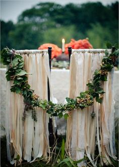 une jolie chaise de mariage avec une decoration originale et pas cher
