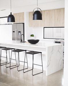 Light wood kitchen cupboards islands 59 Ideas for 2019 Kitchen Design, White Modern Kitchen, Kitchen Inspirations, Light Wood Kitchens, Home Decor Kitchen, Kitchen Interior, Kitchen Layout, Minimalist Kitchen, Trendy Kitchen