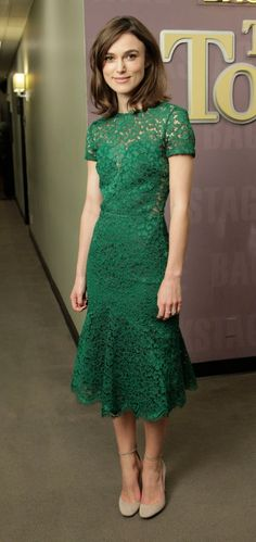Keira Knightley in green lace Burberry dress Green Lace Dresses, Green Dress, Jade Dress, Emerald Green Lace Dress, Emerald Dresses, Keira Knightley, Jw Mode, Silvester Outfit, Dress Skirt