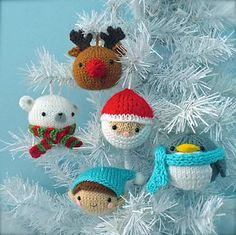 Knitting Patterns Christmas Amigurumi knit christmas balls ornament pattern by AmyGaines Knitted Christmas Decorations, Knit Christmas Ornaments, Christmas Balls, Christmas Crafts, Merry Christmas, Santa Crafts, Ball Ornaments, Crochet Ornaments, Christmas Angels
