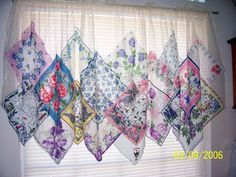 Ideas Shabby Chic Curtains Ideas Vintage Handkerchiefs For 2019 Fabric Crafts, Sewing Crafts, Sewing Projects, Diy Crafts, Handkerchief Crafts, No Sew Curtains, Quilted Curtains, Regal Design, Vintage Handkerchiefs