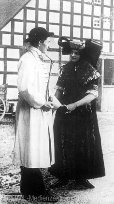 Nordrhein-Westfalen. Paar in der Sonntagstracht des Lipper Landes. ca. 1922 #Westerten