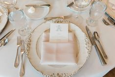 Charleston meets Tuscany for this Wisconsin Estate Wedding | Photography by Michelle Kujawski | Planning by Natural Elegance LLC Timeless Wedding, Glamorous Wedding, Luxury Wedding, Spring Wedding Centerpieces, Spring Weddings, Wedding Show, Our Wedding, Custom Napkins, Tasting Table