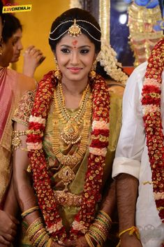 . Tamil Wedding, Wedding Sari, Wedding Bride, Wedding Ideas, Bridal Sari, Indian Bridal Makeup, South Indian Weddings, South Indian Bride, Flower Garland Wedding