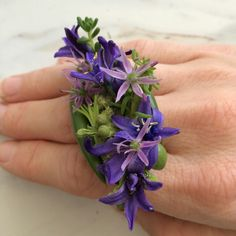 Real flowers ring Real Flowers, Some Pictures, Corsage, Bracelet Making, Jewelry Rings, Floral Design, Design Inspiration, Silver Rings, Amazing