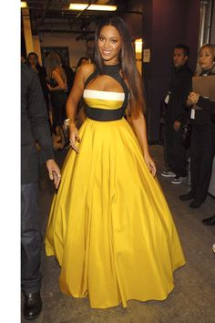 20 Times Beyonce Knowles Wore a Yellow Dress or Outfit Destiny's Child, Evening Dresses, Prom Dresses, Beyonce Style, Fashion Show, Fashion Outfits, Red Carpet Looks, Red Carpet Dresses, Mellow Yellow