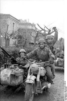 Italy - German paratroopers 1943