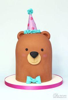 Basic Cake Decorating Ideas And Tips Teddy Bear Birthday Cake, Animal Birthday Cakes, Teddy Bear Cakes, Cute Birthday Cakes, Cake Decorating Videos, Cake Decorating Techniques, Bolo Chiffon, Picnic Cake, Cake Tutorial