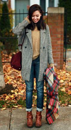 Jean boyfriend + boots camel à talons + écharpe plaid + manteau boyfriend = l'uniforme pour cet automne