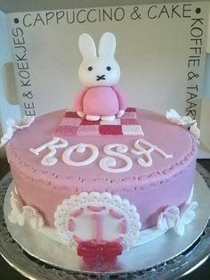 Nijntje-cake 'Rosa'.