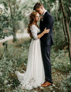 An enchanted forest wedding, surrounded by nature and green. An enchanted forest wedding, surrounded by nature and green. Perfect Wedding, Dream Wedding, Wedding Day, Lace Wedding, Trendy Wedding, Woodsy Wedding, Modest Wedding, Budget Wedding, Romantic Weddings