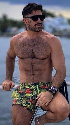 Handsome Older Men, Scruffy Men, Hairy Men, Hunks Men, Hot Hunks, Ideal Male Body, Beard Game, Hairy Chest, Shirtless Men