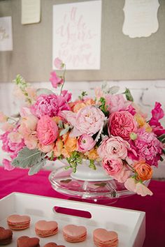 Loving this pink flower center piece at Laura Hooper's Workshop!  // Visit Laura at: http://lhcalligraphy.com