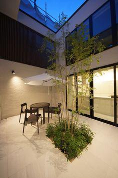 コートヤード[注文住宅建築家の中庭・コートヤードのある家] Home Garden Design, Interior Garden, Home Interior Design, Courtyard Design, Patio Design, Exterior Design, Modern Japanese Interior, Indoor Courtyard, Glass House Design