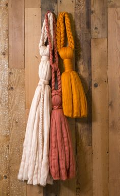 This easy large-scale wooly tassel DIY will make a statement on your wall Diy Tassel, Tassel Garland, Doorknob Hangers, How To Make Tassels, Macrame Art, Dyi Crafts, Diy Door, Pumpkin Decorating, Small Gifts