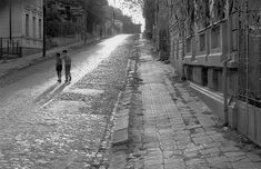 danperry - Uranus-Antim-Rahova neighborhood before Ceausescu demolition, Bucharest 1978 - Dan Vartanian photos Restaurant Photos, Vintage Architecture, Bucharest Romania, Railroad Tracks, Vintage Photos, The Neighbourhood, Cinema, Street, Places