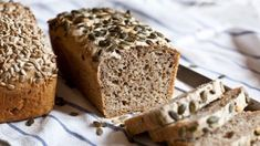 Celozrnný chléb bez hnětení - Kitchenette - My site Keto Bread, Sourdough Bread, Bread Recipes, Baking Recipes, Good Food, Yummy Food, Czech Recipes, Sweet Pie, Bread And Pastries