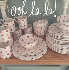 Emma Bridgewater Pink Hearts- I need, I want all of this matching set Emma Bridgewater Pottery, Cosy Kitchen, Pip Studio, Pottery Painting, Be My Valentine, A Table, Dinnerware, Tea Party, Decorative Plates