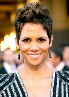 Best Celebrity Haircuts: From Short to Long: Halle Berry