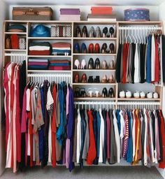 Organization Bedroom Wardrobe - 46 Clever Hanging Wardrobe to Storing Your Outfit. Bedroom Closet Design, Bedroom Wardrobe, Bedroom Storage, Diy Wardrobe, Wardrobe Wall, Capsule Wardrobe, Small Walk In Wardrobe, Closet Wall, Bedroom Closets