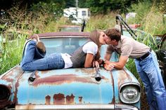 the old car makes this pictures so adorable! <3 <3 <3