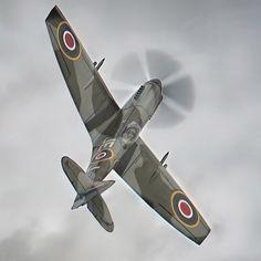 Supermarine Spitfire LF Mk XIV MV268-JE-J in moody skies at Duxford Battle of Britain Airshow 2017. #warbird #warplane #warbirds #ww2 #ww2planes #ww2history #secondworldwar #battleofbritain #dunkirk #spitfire #propblur #sonya9 #militaryaviation #raf #duxfordairshow #instaplane #instaaviationphotography #planesofinstagram #aircraftspotters #aircraftphotography