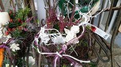 Blumen Markus in St. Georgen -   Allerheiligengestecke 2015 Christmas Wreaths, Holiday Decor, Home Decor, Flowers, Dekoration, Decoration Home, Room Decor, Home Interior Design, Home Decoration