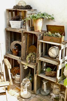 Zu Besuch bei Silke - Karin Urban - NaturalSTyle DIY Garden Yard Art When growing your own lawn yard Wood Trellis, Decoration Entree, Wood Mantle, Deco Floral, Interior Garden, Wooden Crates, Garden Boxes, Diy Garden, Garden Projects
